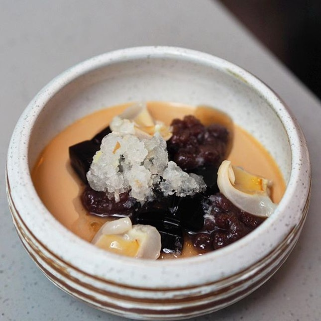 [Fat Chap] - The Thai Milk Pudding ($12) has a distinct thai tea fragrance and the complimenting elements of azuki beans and lychee add another sweetness dimension to the silky smooth pudding.