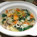 [Blue Jasmine] - Instead of the usual laksa or noodle soup live station, diners can enjoy the Wat Tan Hor Fun, wok-fried flat rice noodles served in light egg gravy.