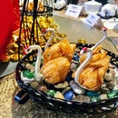 [Tian Fu Tea Room] - Deep-fried Crispy Dumpling with Foie Gras was quite delectable with its flaky pastry crust.