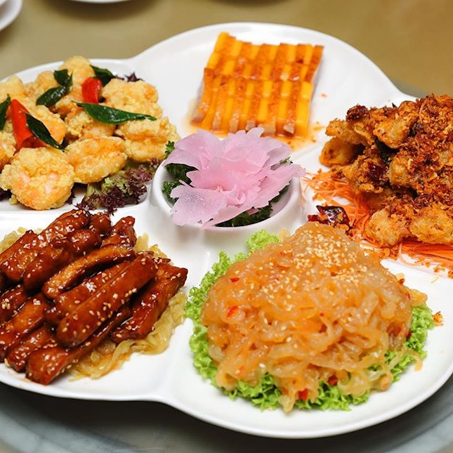 [Min Jiang, Dempsey] - Great for sharing is the Min Jiang at Dempsey Five Fortune Takeaway Platter ($104.85) which is suitable for 6 persons.
