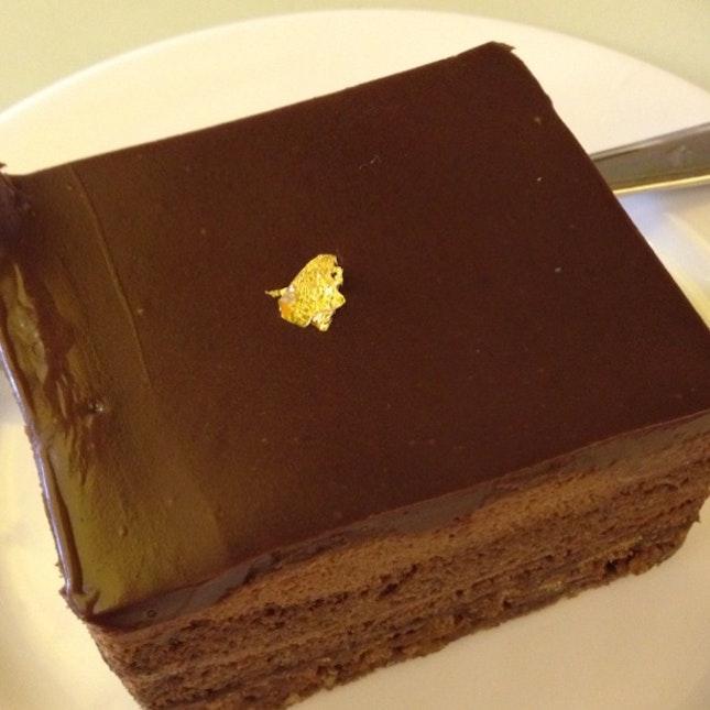 Signature Pralet Cake