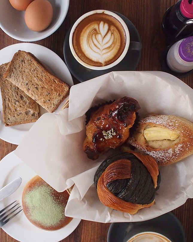 Modern x traditional - local coffee using traditional coffee beans with latte art, and a wide range of breads with local influences.