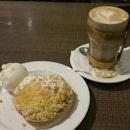 Apple Crumble With Vanilla Gelato