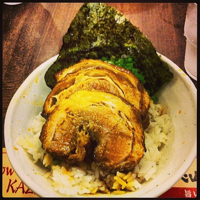 Chasu don #bowl #rice #pork #grilled #seaweed #charsu #fat #meat #japan #cuisine #delicious #dinner #meal #friends #tonkotsu #kazan #ramen #food #foodporn #instafood #i_was_here #instapic #instatag #pic #picoftheday #instagood #img #novena #square2
