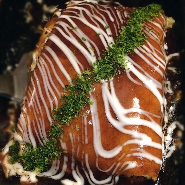 Okonomiyaki, a Japanese pancake made of batter with shredded cabbage and a mix of essential garnishes.
