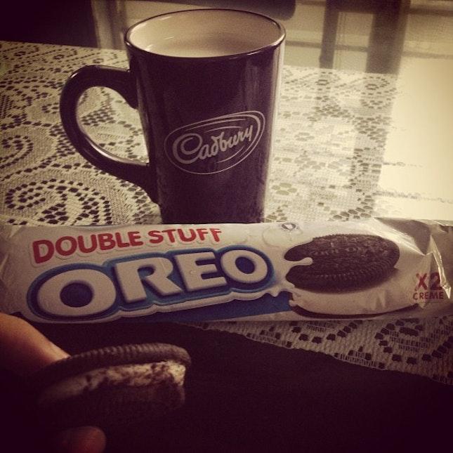 favorite 😊 #breakfast #oreo #doublestufforeo #hot #milk #insta #love #foods #cadbury #mug #hashtags 🍶💕☁