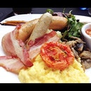 Big Breakfast at iFly Lounge.