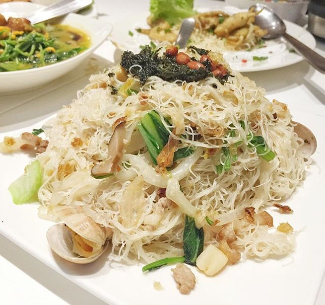 I am half 'Heng-Hwa' and my mummy and her mummy (my gua-ma) cooks the ever delicious Heng Hwa Bee Hoon for us.