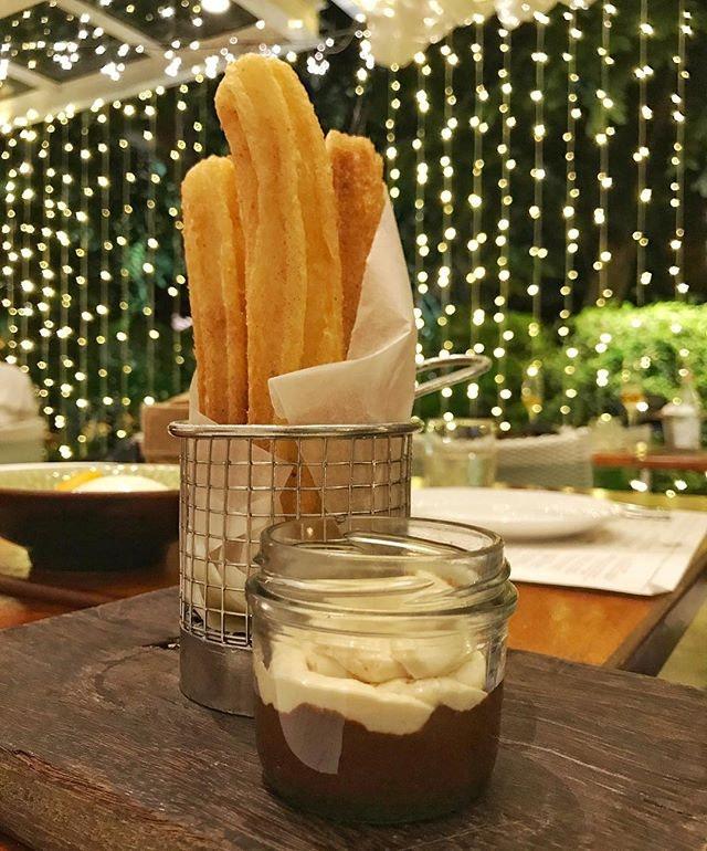 Churros con Chocolate y Café.