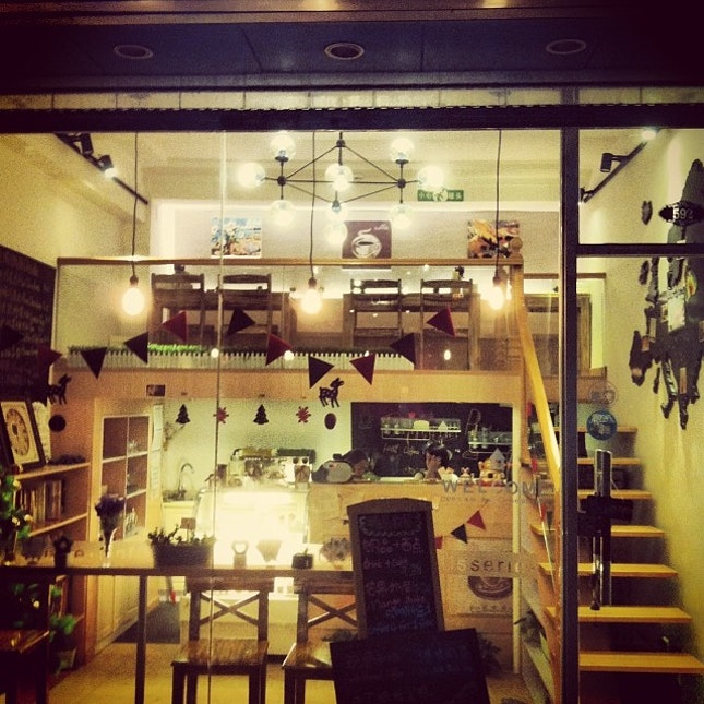 再忙,也要與你喝杯咖啡 #cosy #pretty #cafe #christmas #shanghai #forthisiamthankful