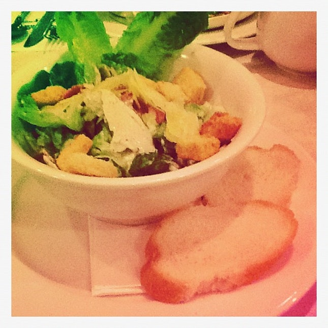 Salad #yummy #salad #veggie #diet #health #picoftheday #likeforlike #instafood #instadaily #instagramhub