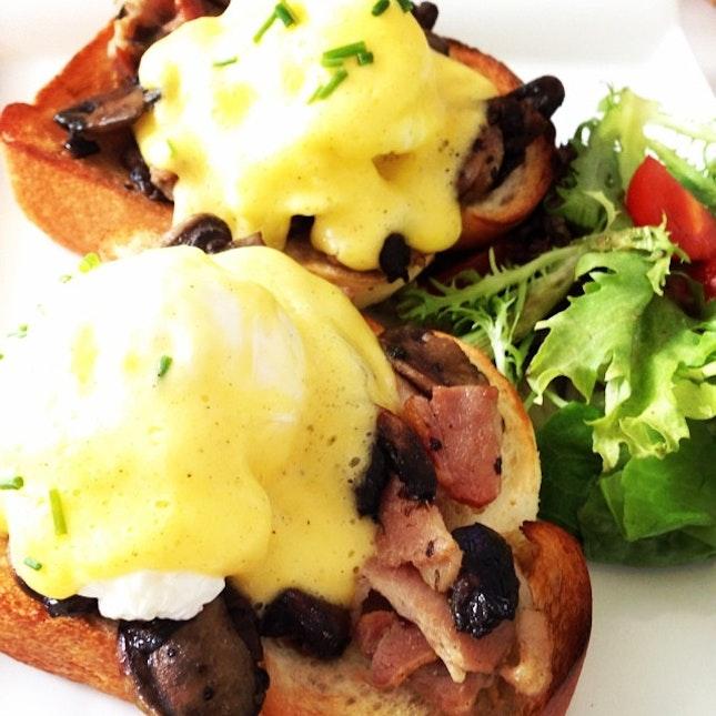 Yummy Egg Benedict, happy Sunday 😏