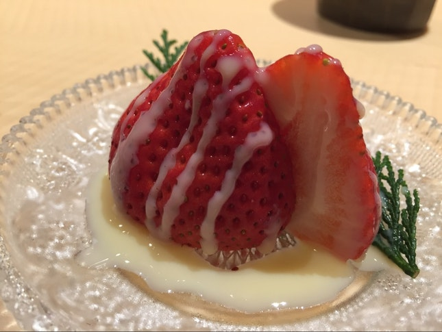 Seasonal Strawberry With Condensed Milk