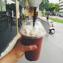 Chocolate Banana Smoothie 🍫🍌🍦🍼 Worth the loooong walk out under the hot sun to #grassocoffee.