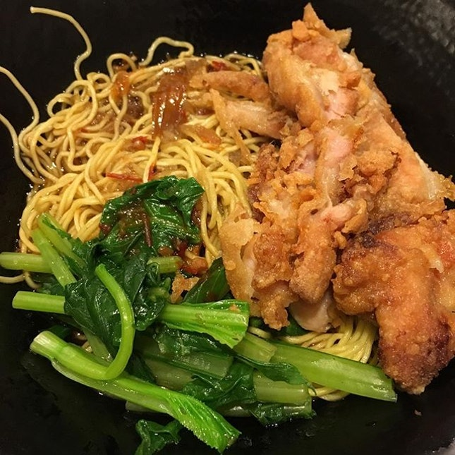 Chicken Cutlet Noodles ($4.50) 👵🏻 帅哥,你要什么? 👦🏻 我要,鸡鸡鸡排面 (Stuttering) 👵🏻 鸡鸡鸡鸡排面啊 😂 The noodles is one of the best I have tried.