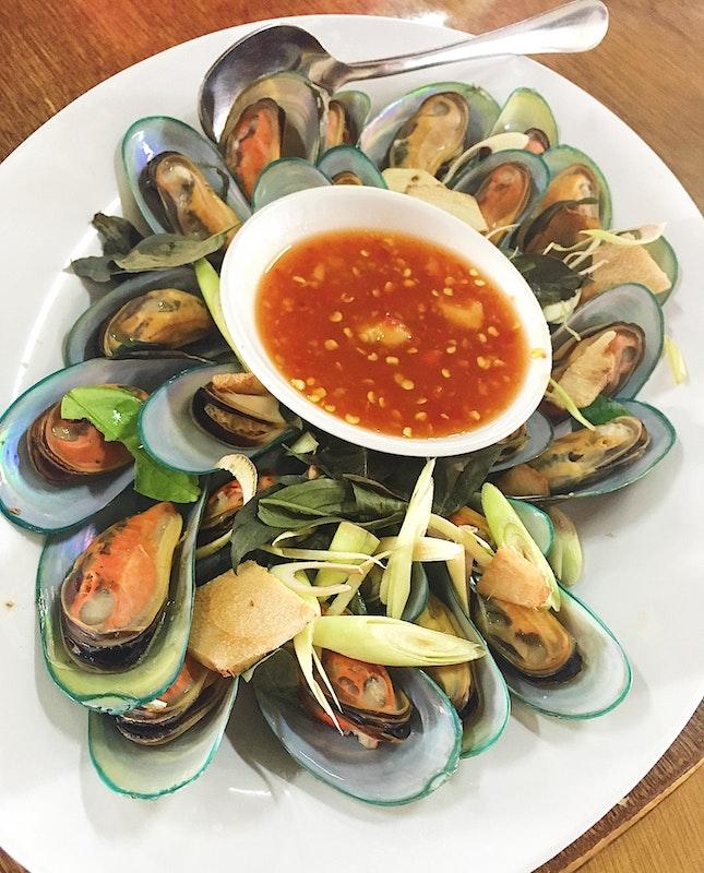 Green mussels in Thai Herbs (Part Of 10 pax weekend Menu/$500)