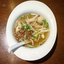 A bowl of comfort – chicken soup with generous strips of chicken breast, chicken balls, lots of beansprouts and cabbage, and crowning glory of chopped spring onion and deep-fried shallot.