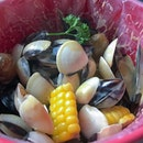 Mussels, clams, spam, corn, baby potatoes, cheese...I want this to be my pot at the end of the rainbow.