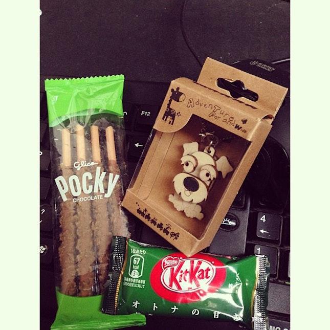 Thankyou @arnold230997 😗😏 #souvenir #pocky #kitkat #japan #green #dog #wood #stuff #food #sweet