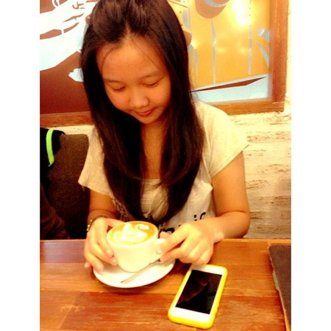 #latte #cappuccino #iphonesia #iphone #yellow #white #swan #art #drink #hot #barista #me
