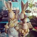 พรุ่งนี้ วันจันทร์ ยิ้มสิ ยิ้ม @teabox24 #teabox24 #rabbit #rabbitfamily #family #love #happyfamily #cafe #petchburi #ceramic #model