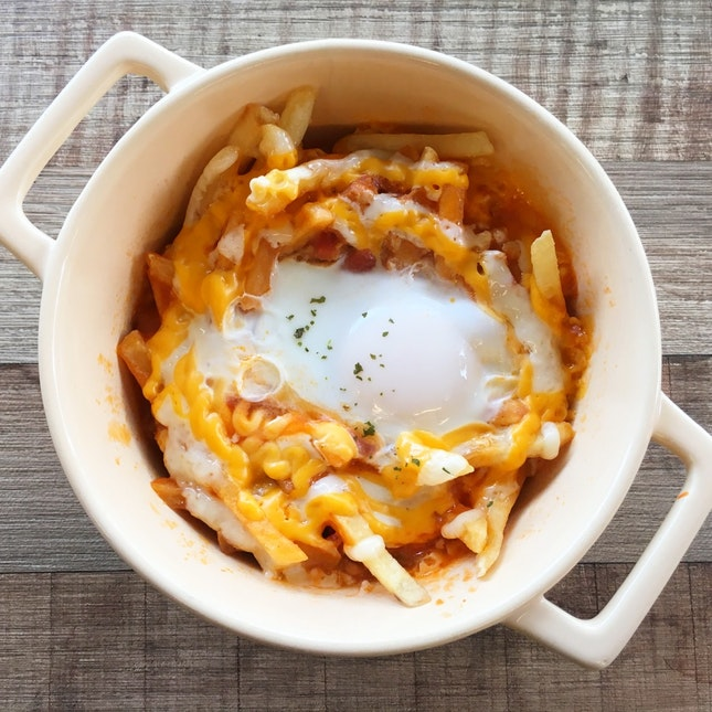 Fries with Meat Sauce & Egg